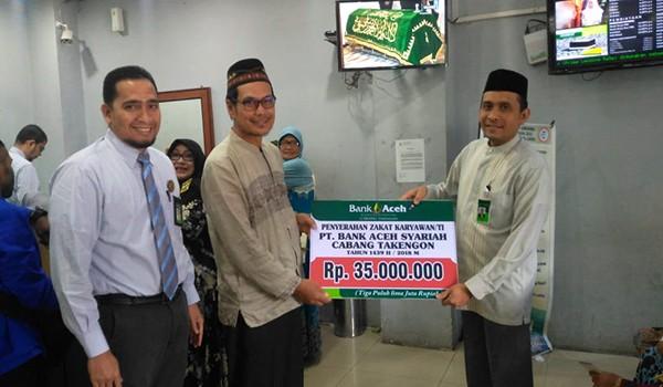 Penyerahan Zakat Karyawan Bank Aceh
